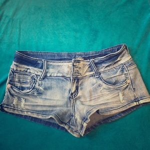 Almost Famous size 9 low rise shorts
